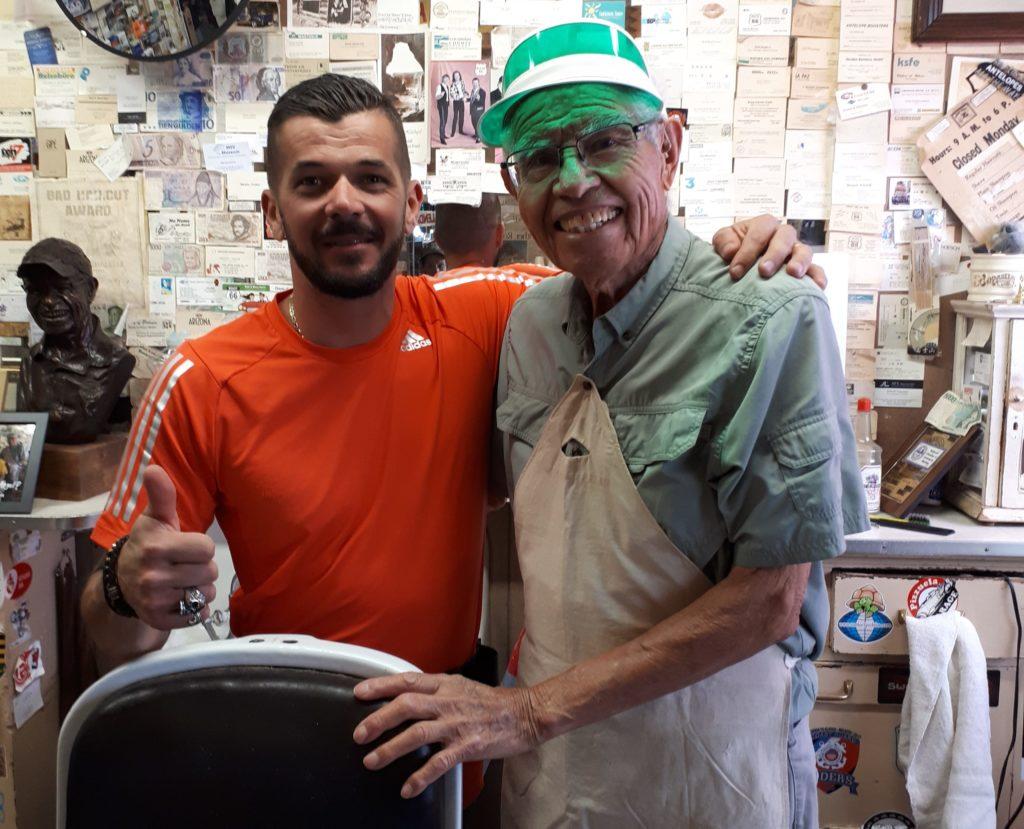 Frédéric et Angel Delgadillo le barbier de Seligman