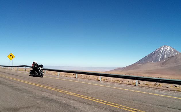 Moto sur les routes du Chili