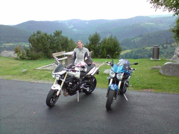 Delphine et sa moto