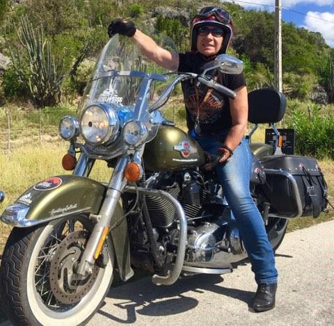 Martine et sa moto floquée West Forever