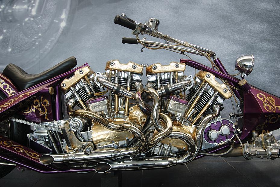 motos Two-Bad Arlen Ness